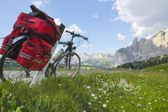 Passo Sella, dolomites : une bicyclette Photographie stock