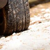 Passos do auto pneu fotos de stock
