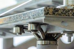 Passos do granito da asseguração na escada de aço fotos de stock royalty free