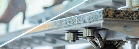 Passos do granito da asseguração na escada de aço foto de stock royalty free