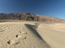 Passos em dunas arenosas fotografia de stock royalty free