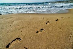 Passos na areia imagens de stock royalty free