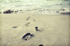 Passos na areia Fotografia de Stock