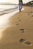 Passos na praia Imagem de Stock