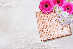 Passover background. matzoh (jewish passover bread) and flowers on white table cloth Royalty Free Stock Photos