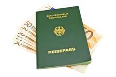 Passpengar som isoleras Royaltyfri Foto
