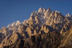 Passu domkyrkamaximum på solnedgången, Gulmit dal, Gilgit Baltistan, Royaltyfri Bild