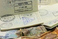 Passvisum och valuta Arkivfoton