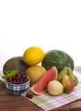 Pastèque, melon et fruit sur la table Photo stock