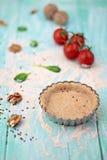 Pasta agria en tablero azul rústico Fotografía de archivo libre de regalías