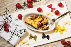 Pasta al forno con il pomodoro fotografia stock