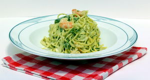 Pasta with asparagus and shrimp Royalty Free Stock Photography