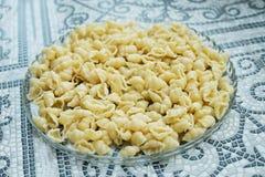 Pasta bollita, cucinata senza qualche cosa, fondo della pasta, alimento per i bambini immagini stock