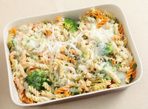 Pasta and broccoli bake from above Stock Photos