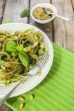 Pasta casalinga degli spinaci con il pesto Fotografia Stock Libera da Diritti