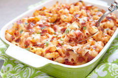Pasta casserole with bacon, ham, cheese and tomato Royalty Free Stock Photos