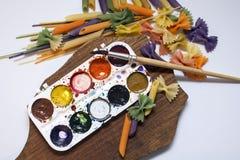 Pasta colorata dipinta nella spazzola differente di colore Fotografia Stock