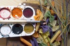 Pasta colorata dipinta nella spazzola differente di colore Fotografie Stock