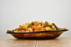 Pasta colorata tre sulla ciotola di vetro Fotografia Stock Libera da Diritti