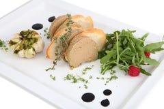 Pasta com fatias do pão branco em uma bandeja da porcelana. Imagens de Stock Royalty Free