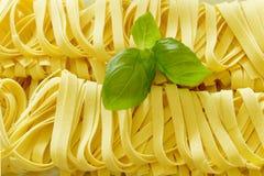 Pasta con basilico fresco Immagini Stock
