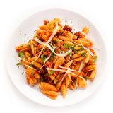 Pasta con carne, salsa al pomodoro e le verdure Immagine Stock