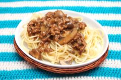 Pasta con carne tritata ed i funghi Fotografie Stock Libere da Diritti