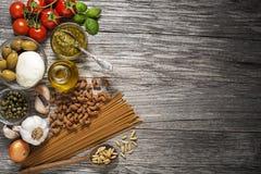 Pasta con gli ingredienti Immagini Stock