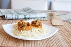 Pasta con i funghi e la salsa Fotografie Stock