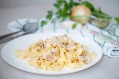 Pasta con i funghi prataioli e la salsa Fotografia Stock Libera da Diritti