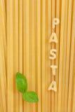 Pasta con il foglio del basilico Fotografia Stock