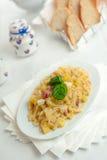 Pasta con il formaggio e la pancetta affumicata di Provola delle patate Fotografie Stock