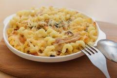 Pasta con il pollo ed il formaggio Fotografia Stock