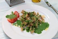 Pasta con la salsa degli spinaci Fotografie Stock
