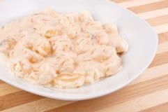 Pasta con la salsa di formaggio Fotografia Stock