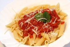 Pasta con la salsa di pomodori Fotografie Stock Libere da Diritti