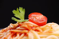 Pasta con la salsa di pomodori Immagini Stock Libere da Diritti