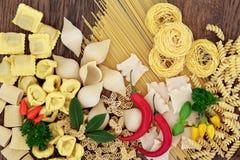 Pasta con le erbe e la spezia Fotografia Stock