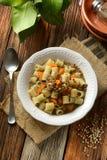 Pasta con le lenticchie e le carote immagini stock libere da diritti