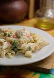 Pasta con le verdure con salsa cremosa Immagini Stock Libere da Diritti