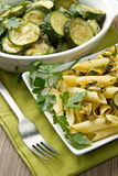 Pasta con lo zucchini Immagini Stock