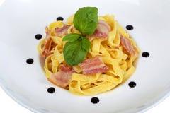 Pasta con pancetta affumicata Fotografie Stock