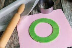 Pasta cruda fresca di biscotto al burro preparare immagini stock