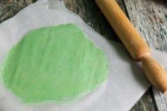 Pasta cruda fresca di biscotto al burro preparare fotografia stock libera da diritti