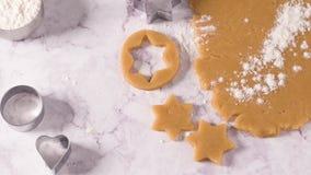 Pasta cruda para las galletas de la Navidad metrajes