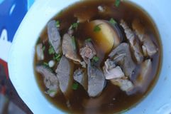 Pasta da farinha de arroz com ovo e carne de porco Imagem de Stock
