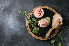 Pasta de fígado com pão fotos de stock royalty free