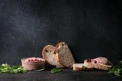 Pasta de fígado com pão foto de stock royalty free