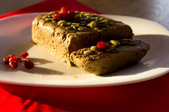 Pasta de fígado em uma toalha de mesa vermelha mim bagas vermelhas Fotos de Stock