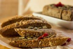 Pasta de fígado em uma toalha de mesa vermelha mim bagas vermelhas Foto de Stock Royalty Free